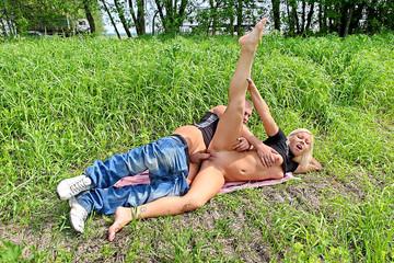 Blonde bimdo in sex pickup video